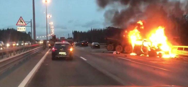 Хроника огненного ДТП: в аварии с фурами на ЗСД погибли 8 человек