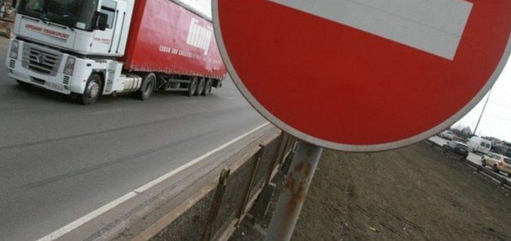 Слишком грузные: фурам запретили ездить в жару