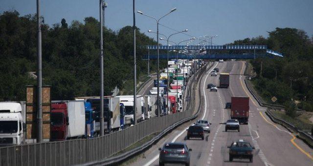 Жара грузовику не товарищ: летние ограничения на трассах