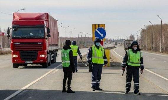Трасса Екатеринбург — Челябинск обезлюдела. Но к грузовикам инспекторы ДПС максимально лояльны